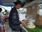 penjual-dodongkal-di-sekitaran-pasar-leuwiliang-kabupaten-bogor.jpg