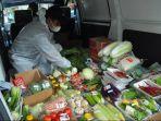 penjual-sayur-pakai-apd-keliling-komplek-zona-merah-covid-19-di-bogor.jpg
