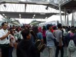 penumpang-commuter-line-di-stasiun-bogor_20160507_152009.jpg