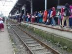 penumpang-commuter-line_20160526_102644.jpg