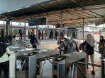 penumpang-di-stasiun-citayam-senin-2452021.jpg