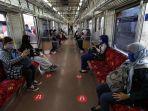 penumpang-kereta-commuter.jpg