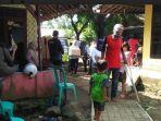penyaluran-zakat-dan-bantuan-ke-warga-di-kampung-rambay.jpg