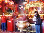 perayaan-imlek-di-vihara-dhanagun-ramai-dikunjungi-warga-tionghoa-selasa-522019.jpg