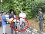 perhatian-syahrini-waktu-reino-barack-jatuh-dari-sepeda.jpg