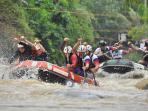 peserta-kejuaraan-dunia-arung-jeram-2015-mencoba-jeram-sungai-citarik_20151129_220933.jpg