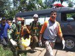 petugas-gabungan-sedang-melakukan-evakuasi-korban-hanyut.jpg
