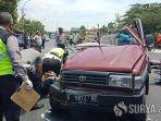 petugas-kepolisian-mengevakuasi-korban-kecelakaan-maut-di-jalur-pantura-tuban.jpg