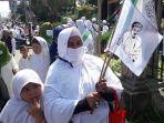 pimpinan-front-pembela-islam-fpi-bendera-bergambar-wajah-habib-rizieq-shihab.jpg