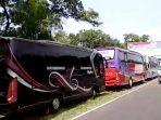 puluhan-bus-di-parkir_20180913_143130.jpg