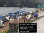 ratusan-kendaraan-terendam-banjir-tol-jorr-pasar-minggu.jpg