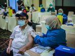ridwan-kamil-melakukan-peninjauan-vaksinasi.jpg