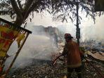 rumah-makan-ayam-pakuan-di-karadenan-cibinong-hangus-terbakar-selasa-522019.jpg