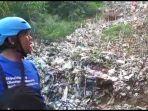 sampah-disekitar-aliran-sungai-ciliwung.jpg