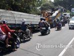 satu-unit-truk-trailer-tidak-kuat-menanjak-di-tanjakan-bima-chakti.jpg