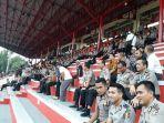 seluruh-kapolres-se-indonesia-tengah-menyaksikan-pertandingan-bhayangkara-fc-melawan-ps-tira_20180504_173157.jpg