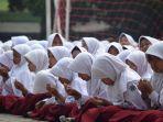 siswa-umul-quro-berdoa-untuk-korban-gempa_20180809_134252.jpg