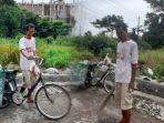 sosok-pemulung-bernama-mulyadi-membawa-sepeda-onthel-kesayangannya.jpg