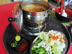 steamboat-tomyam-di-be-young-cafe.jpg