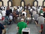 suasana-salat-jumat-berjamaah-di-masjid-agung-baitul-faidzin-cibinong.jpg