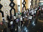 suasana-salat-tarawih-pertama-ramadhan-1442-h-di-masjid-baitul-faidzin.jpg