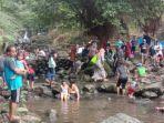 suasana-wisata-curug-nangka-di-kabupaten-bogor-minggu-1272020.jpg