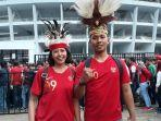 suporter-timnas-indonesia-rizky-ohe-dan-wida-saat.jpg