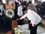 susilo-bambang-yudhoyono-sby-tak-kuasa-menahan-kesedihan-saat-melepas-ibunda-tercinta.jpg