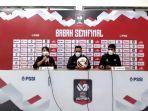 syamsuddin-batola-tengah-pelatih-psm-makassar-hilmansyah.jpg