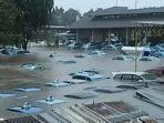 taksi-terendam-banjir.jpg
