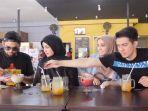 the-sungkar-family-saat-makan-di-resto-teuku-wisnu.jpg
