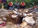 tim-evakuasi-gunung-pongkor-3_20151029_112409.jpg
