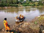 tim-sar-mengevakuasi-korban-tenggelam-dari-sungai-cisadane_20181018_173632.jpg