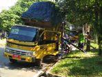 truk-sampah-miring_20180410_164420.jpg