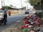 tumpukan-sampah-disekitaran-jalan-raya-pedurenan-gunungsindur.jpg