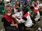 vaksinasi-massal-yang-digelar-indocement-di-komplek-pabrik-citeureup-kabupaten-bogor.jpg