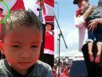 viral-aksi-iriana-jokowi-evakuasi-anak-anak-kepanasan-saat-kampanye-lihat-bocahnya-seusia-jan-ethes.jpg
