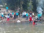 warga-desa-bojonggede-melakukan-pembersihan-aliran-sungai-ciliwung-dari-sampah-minggu-2362019.jpg