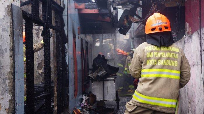 10 Rumah Terbakar di Kota Bandung 4 Diantaranya Hangus Tak Bersisa, 17 Unit Pemadam Diterjunkan