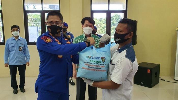 Warga Pesisir Cirebon Terima Bantuan 1.000 Paket Sembao dari Ditpolairud Polda Jabar