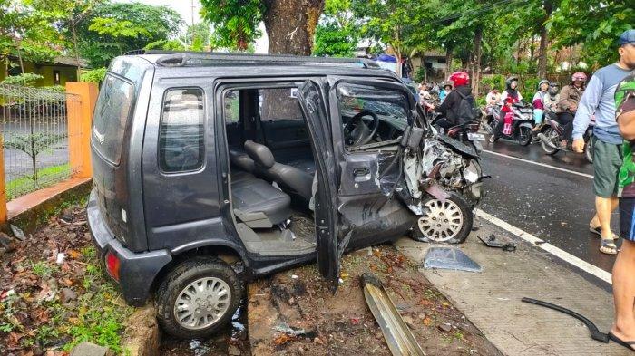 BREAKING NEWS 2 Mobil Bertabrakan di Jalan Pangeran Muhammad Majalengka, Suara Benturan Sangat Keras
