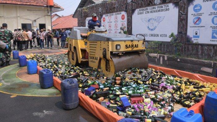 21 Ribu Botol Miras Berbagai Merek Dimusnahkan di Mapolres Cirebon Kota Jelang Ramadhan