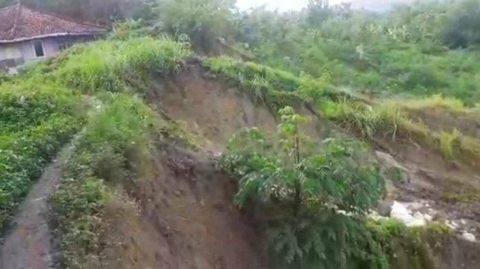 BPBD Indramayu Ungkap Penyebab Tanggul Sungai Cipanas Tergerus, 30 Rumah Hancur Terseret Longsor