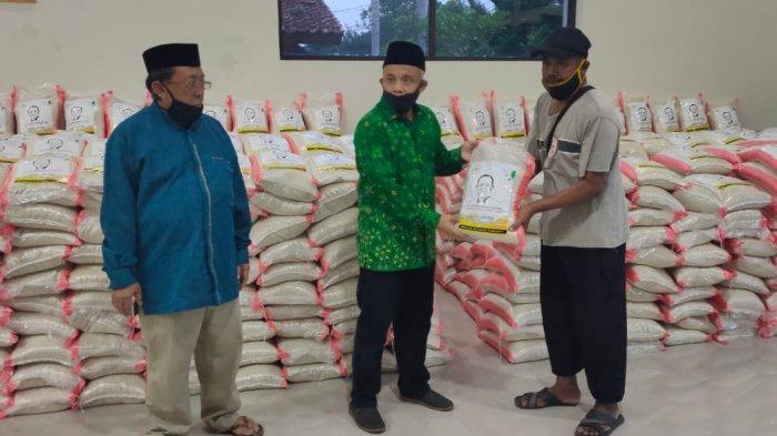 Para Dewan Sisihkan Gajinya, 5.000 Paket Sembako Dibagikan ke Warga Terdampak Covid-19 di Majalengka