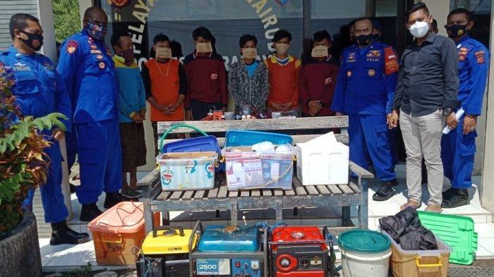 Polisi saat mengamankan 6 nelayan yang tertangkap basah miliki bahan peledak berupa bom ikan.