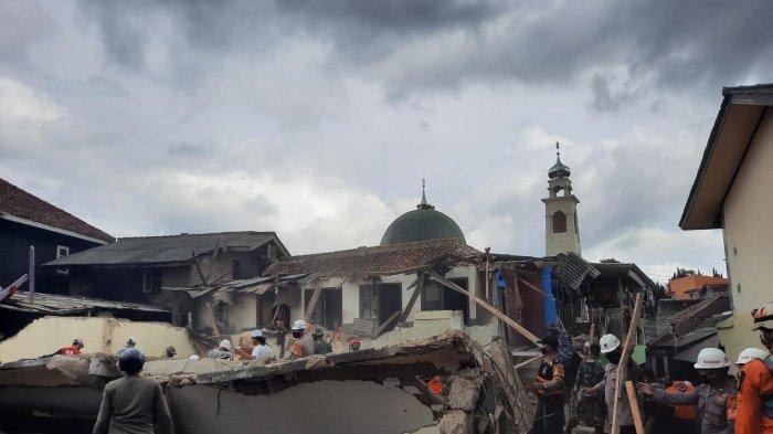 Detik-detik Bangunan Pesantren Ambruk Saat 65 Santri Tengah Shalat Maghrib, 11 Orang Terluka