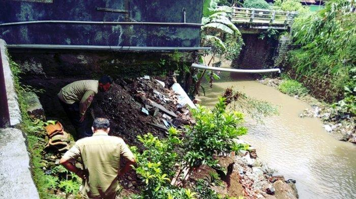 Buntut Abrasi Sungai, Rumah Warga di Majalengka Nyaris Ambruk