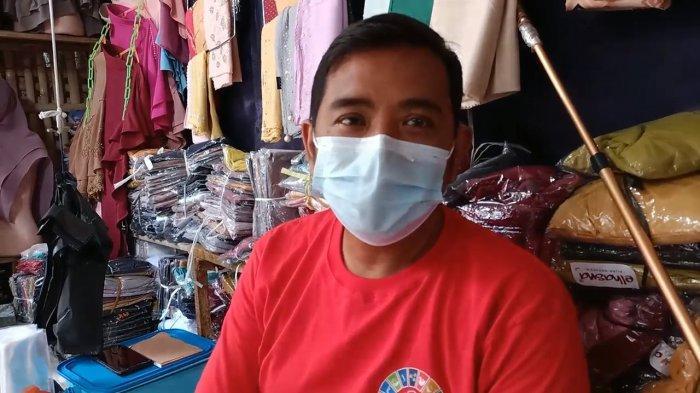 Pedagang di Pasar Sandang Jatibarang Indramayu Happy Dagangannya Laris Manis, Enggak Takut Dibubarin