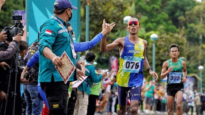 Pelari Maraton Jabar Agus Prayogo Rebut Medali Emas Kedua, PON XX Papua Terakhir Diikutinya