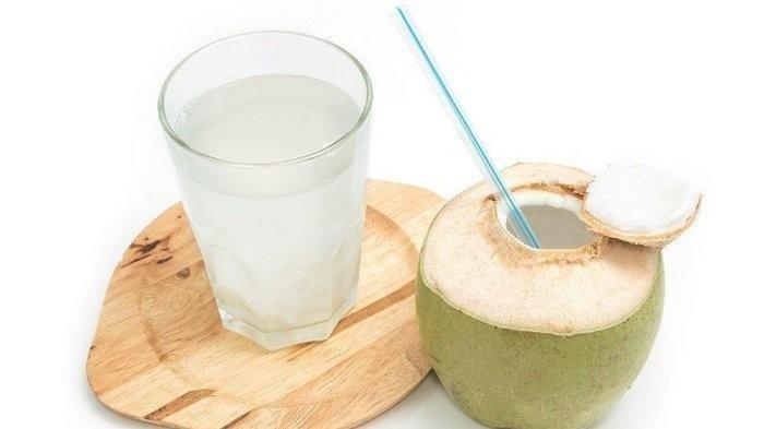 Minum Air Kelapa Khasiatnya Dahsyat Untuk Kesehatan, Apalagi Jika Minum di Tiga Waktu Ini